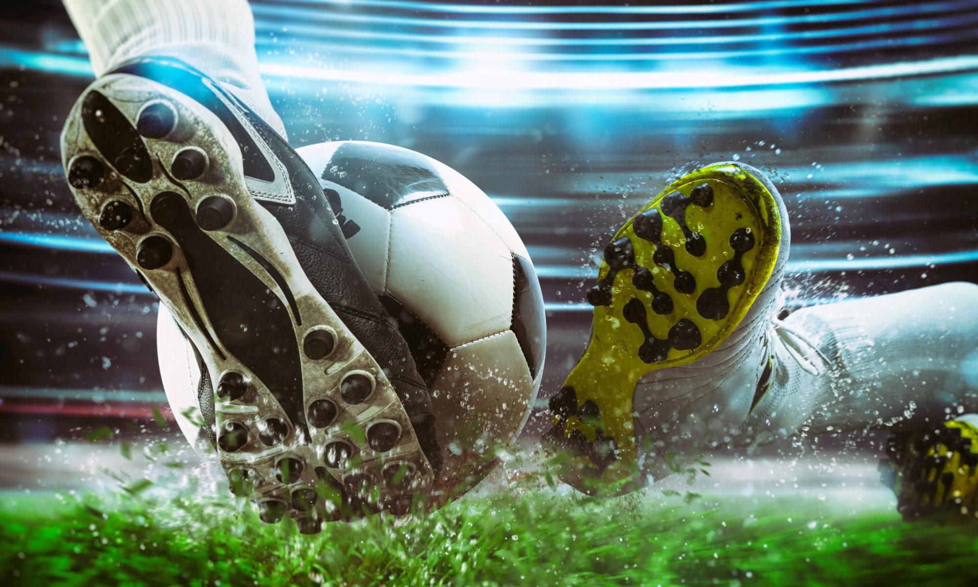 dwie nogi piłkarzy piłka nożna