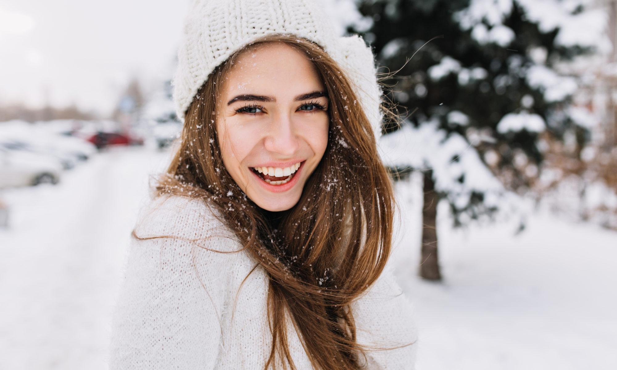piękna dziewczyna zimą